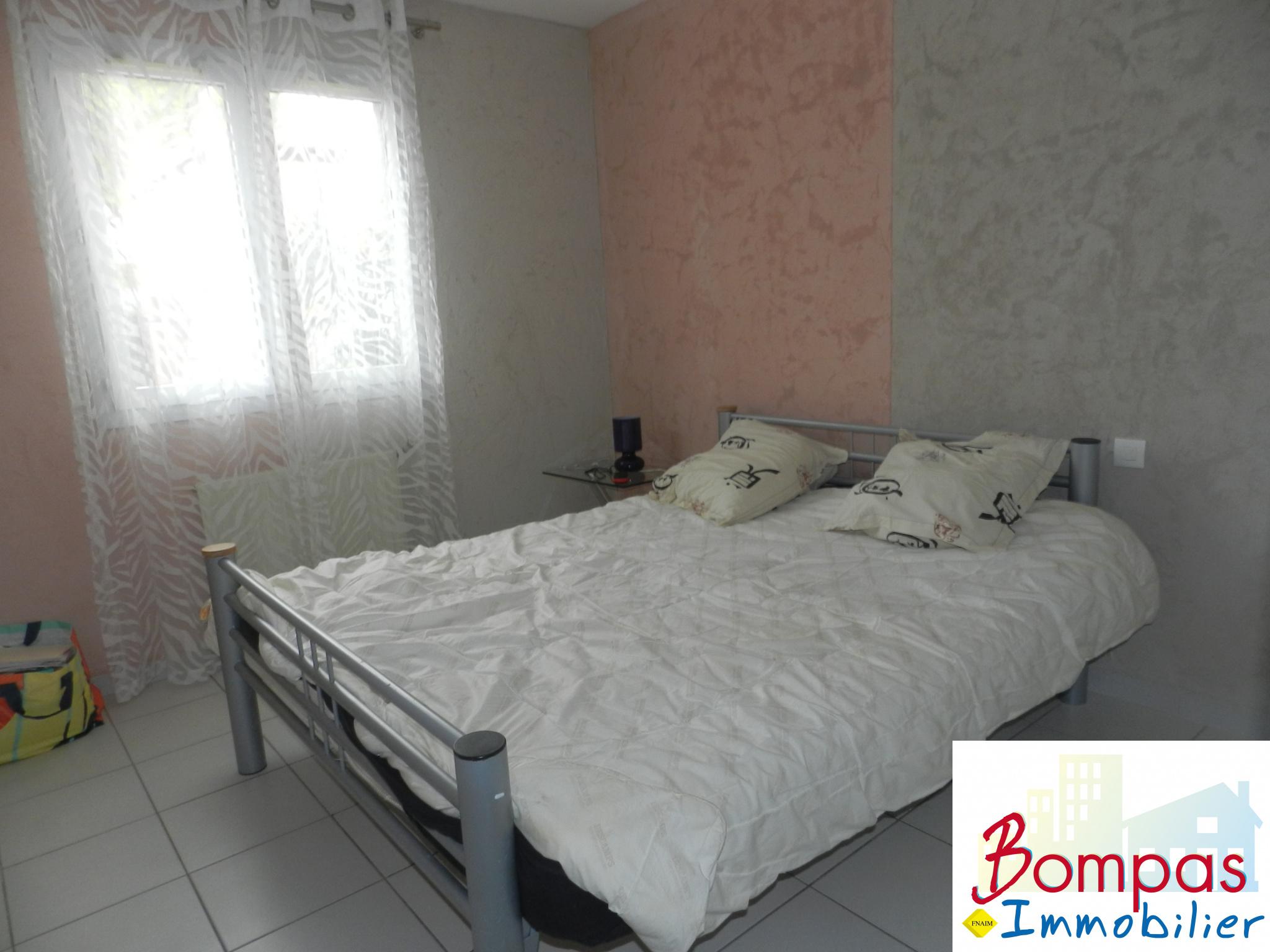 vente villa 2 faces de plain pied de type 3 sur 210 m2 de terrain. Black Bedroom Furniture Sets. Home Design Ideas